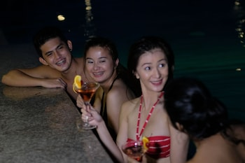AMIYA RESORT RESIDENCES CLUBHOUSE Poolside Bar