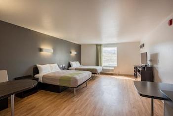 Deluxe Suite, 2 Queen Beds, Non Smoking, Kitchenette