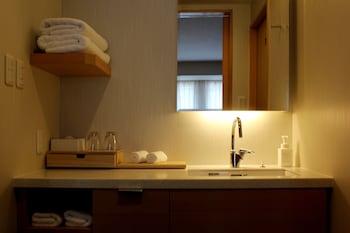 KYOTO SHINMACHI ROKKAKU HOTEL GRANDEREVERIE Bathroom