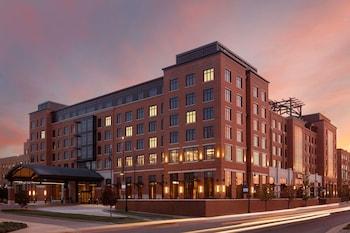聖母大學南岸希爾頓大使套房飯店 Embassy Suites by Hilton South Bend at Notre Dame