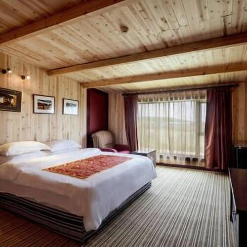 Dazang Holy Land Hotel, Ngawa Tibetan and Qiang