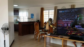 RAMYER TRANSIENT HOUSE PANGLAO Living Area