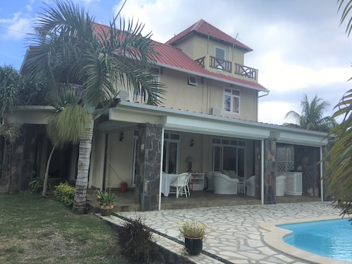 Tropical Villa 5 Min to the Beach