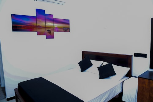 Liyonaa Beach Hotel, Trincomalee Town and Gravets