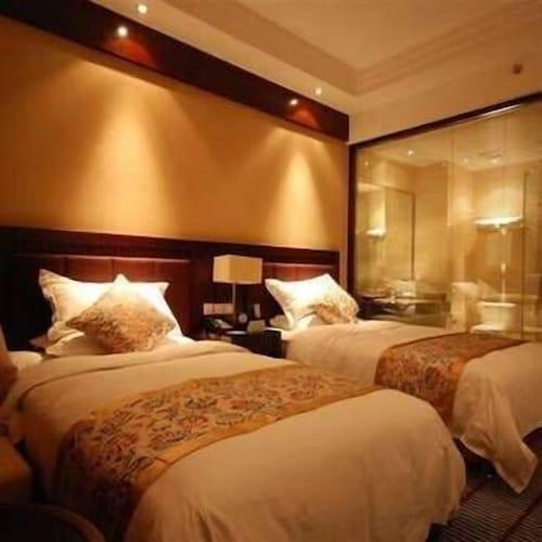 Erma International Hotel, Ngawa Tibetan and Qiang