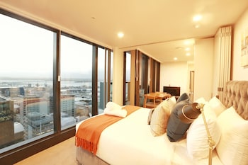 Everest Serviced Apartments on Albert - Featured Image
