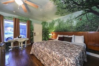 VIP Jungle Jacuzzi Room