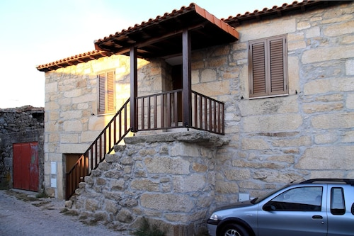House With 3 Bedrooms in Carrazeda de Ansiães, With Wonderful Mountain, Carrazeda de Ansiães