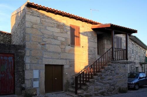 House With 3 Bedrooms in Carrazeda de Ansiães, With Wonderful Mountain, Carrazeda de Ansiães