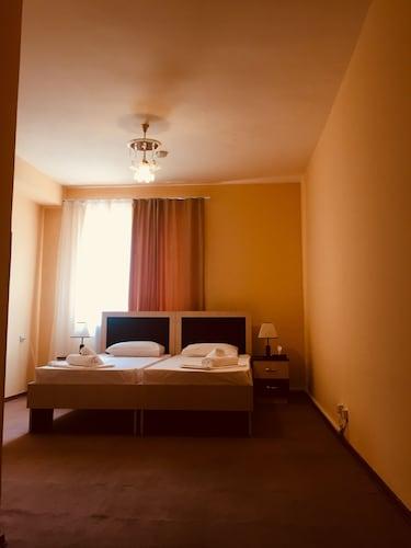 Bloor Hotel,