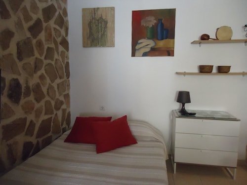 Studio in Setúbal, With Wonderful City View and Balcony - 8 km From th, Setúbal