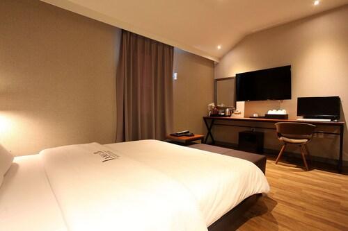 Jani B Hotel, Suwon