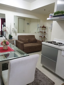 FAMILY CONDO BY IA @ AZURE URBAN RESORT RESIDENCES Living Area