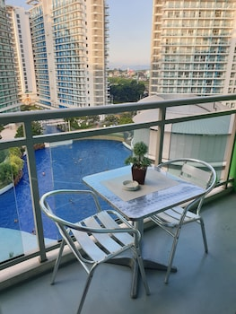 FAMILY CONDO BY IA @ AZURE URBAN RESORT RESIDENCES Balcony
