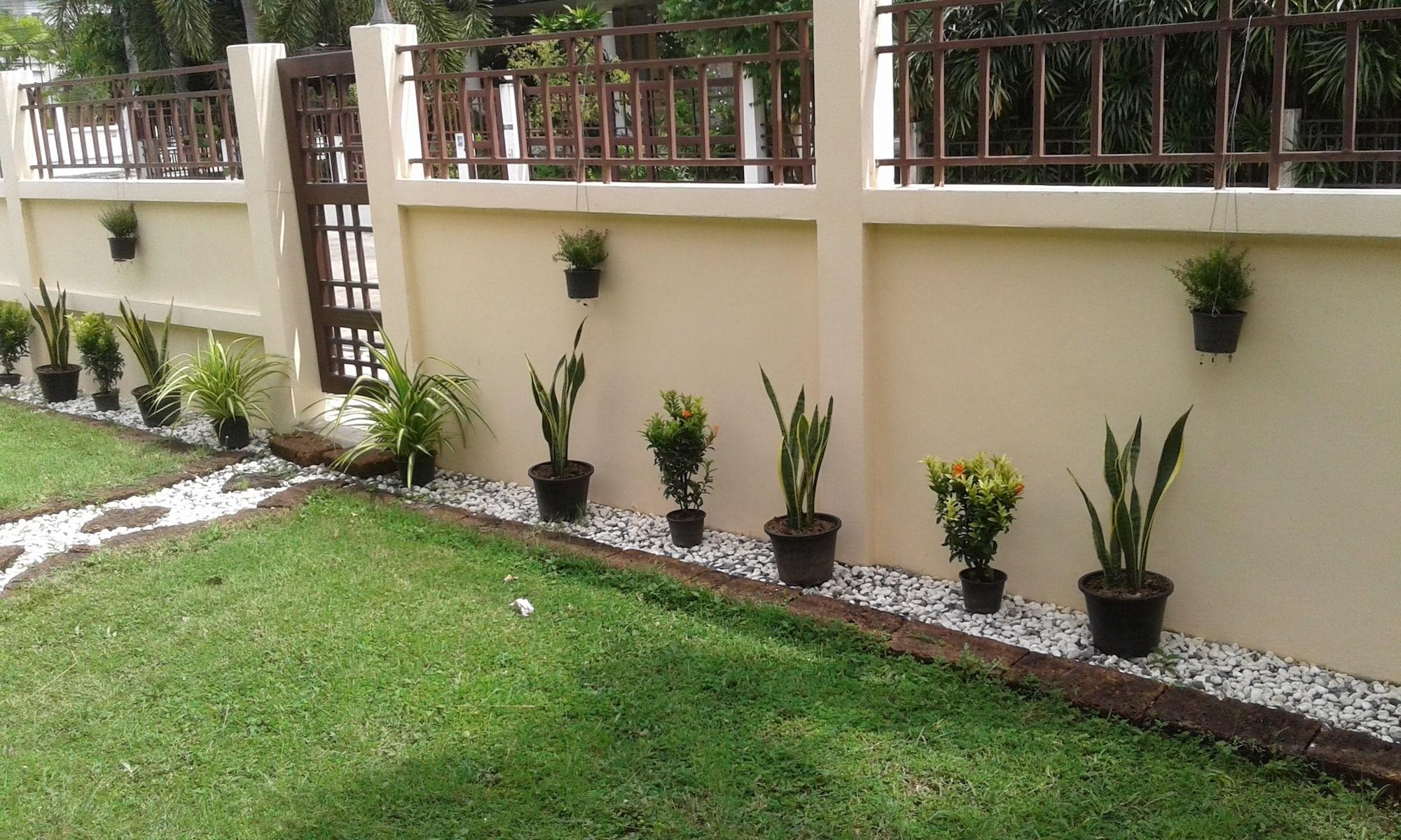 4 Bedroom House & Private Pool Pattaya, Bang Lamung
