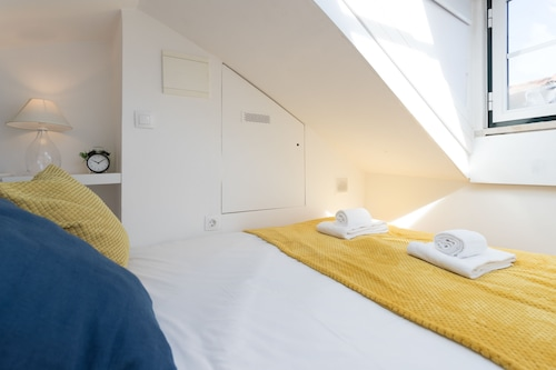 Alfama Loft Studio Loft Apartment w/ River View - by LU Holidays, Lisboa