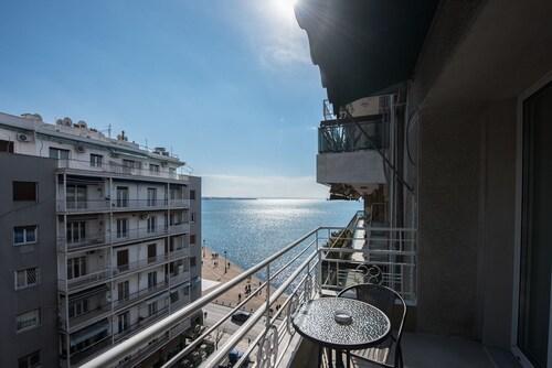 . Thessaloniki Seaside Apartment A&B