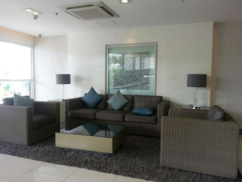 JERICHO'S PLACE AT SEA RESIDENCES Lobby Sitting Area