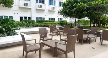 JERICHO'S PLACE AT SEA RESIDENCES Outdoor Dining