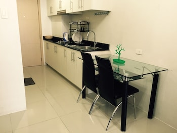 JERICHO'S PLACE AT SEA RESIDENCES Living Area