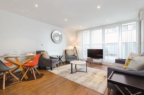 Bijou Delight by Austin David Apartments, London
