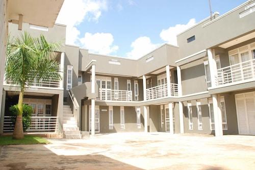Commonlens Inn Hotel., Busiiro
