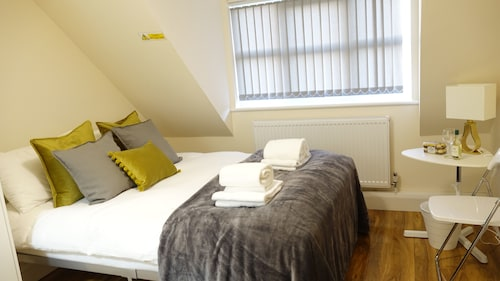 London Heathrow Airport Rooms R.C by C&P, Surrey