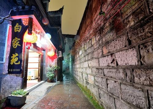 White Inn, Xiangxi Tujia and Miao