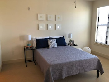 Commuter's Dream 1BR Apt In South End