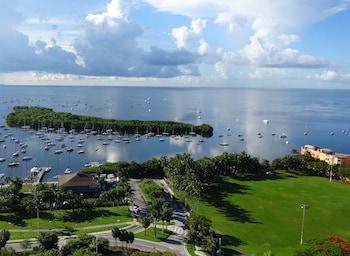Million Dollar Ocean View Luxury Studio w/ Balcony + FREE PARKING