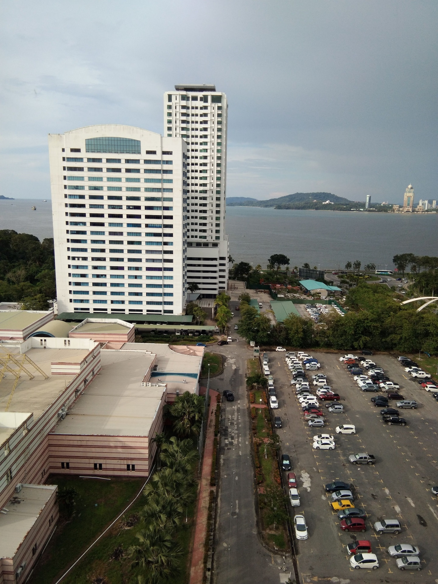 Likas Deluxe 3 Bedroom Apartment, Kota Kinabalu