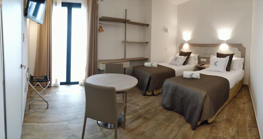 https://i.travelapi.com/hotels/24000000/23670000/23665800/23665789/42e9378a_z.jpg