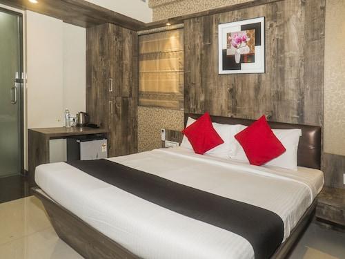 Capital O 661 Hotel Regal Inn, Pune