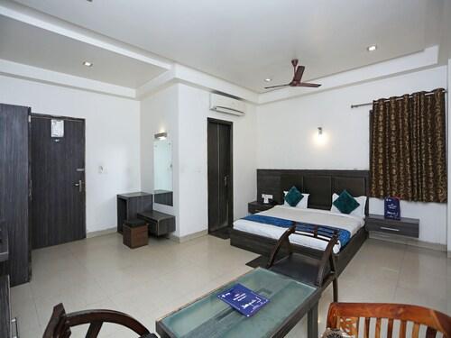 OYO 1446 Hotel Heera Celebration, Mathura