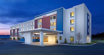 Hotel Front - Evening/Night at SpringHill Suites Baltimore White Marsh/Middle River in Middle River