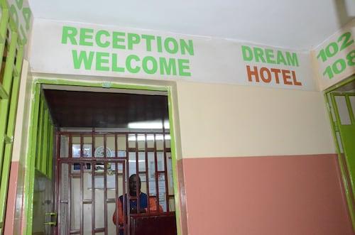 Dream Hotel, Starehe