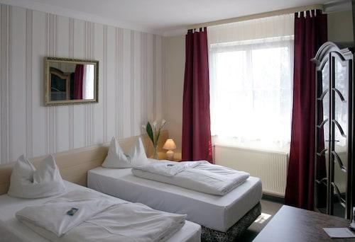 . Bavaria Safari Hotel