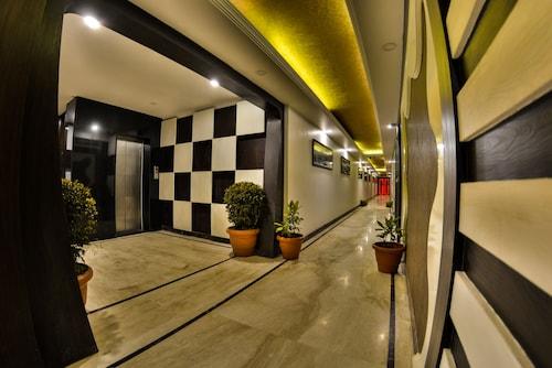 Hotel Samci Riviera, Srinagar