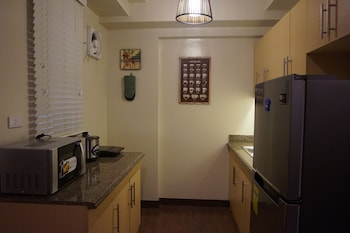 OUTLOOK RIDGE RESIDENCES N-206 Private Kitchen