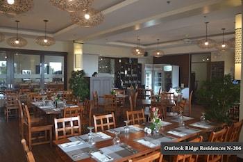 OUTLOOK RIDGE RESIDENCES N-206 Restaurant