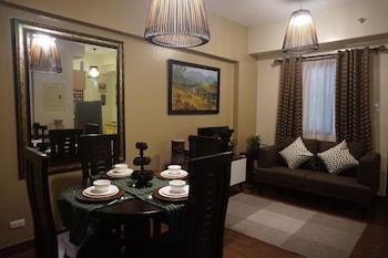 OUTLOOK RIDGE RESIDENCES N-206 Living Room