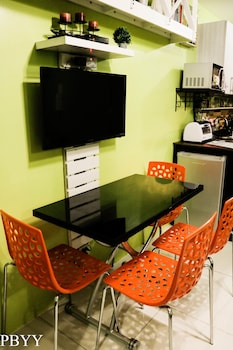 PBYY CONDO RENTAL AT GREEN RESIDENCES In-Room Dining