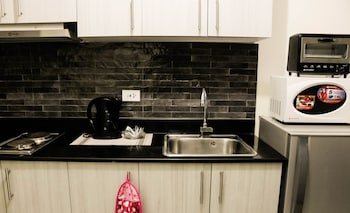 PBYY CONDO RENTAL AT GREEN RESIDENCES Private Kitchen