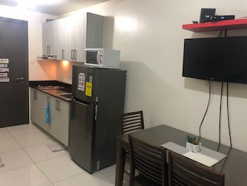 PBYY CONDO RENTAL AT GREEN RESIDENCES Private Kitchenette