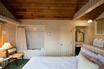 Room, Private Bathroom (Susan Loft)