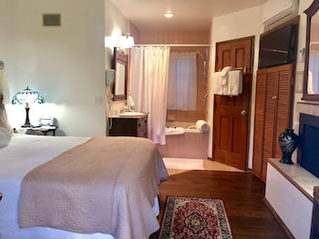 Room, Private Bathroom (Wisteria Room)