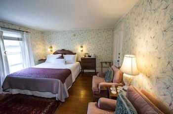 Room, 1 King Bed, Private Bathroom (Partridge Room)