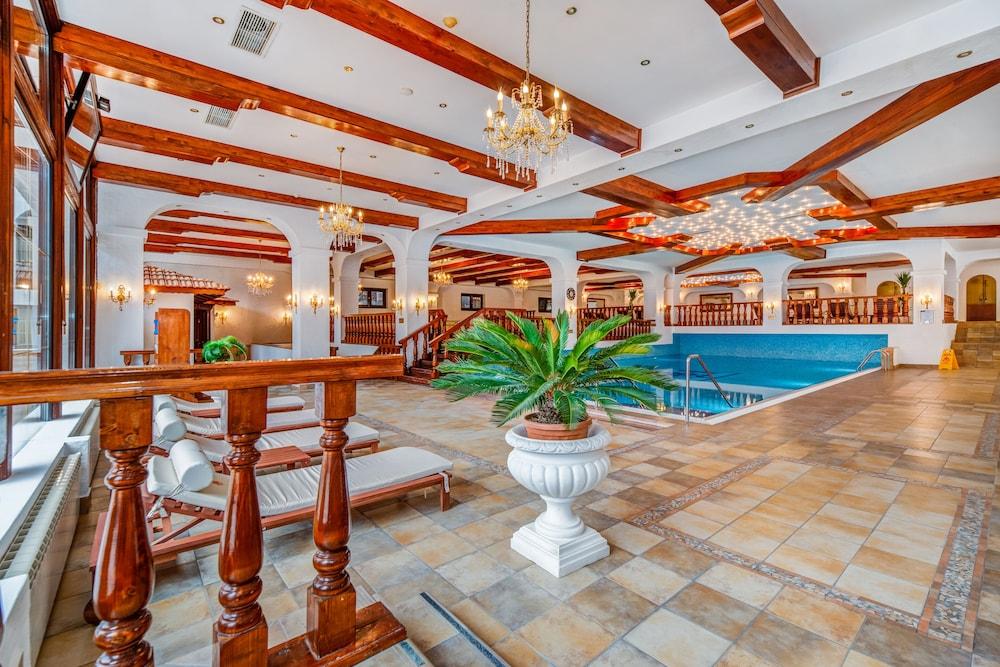 https://i.travelapi.com/hotels/24000000/23780000/23776800/23776797/3c5c2d3c_z.jpg