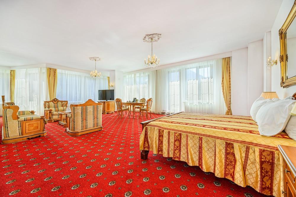 https://i.travelapi.com/hotels/24000000/23780000/23776800/23776797/58a3c5e7_z.jpg