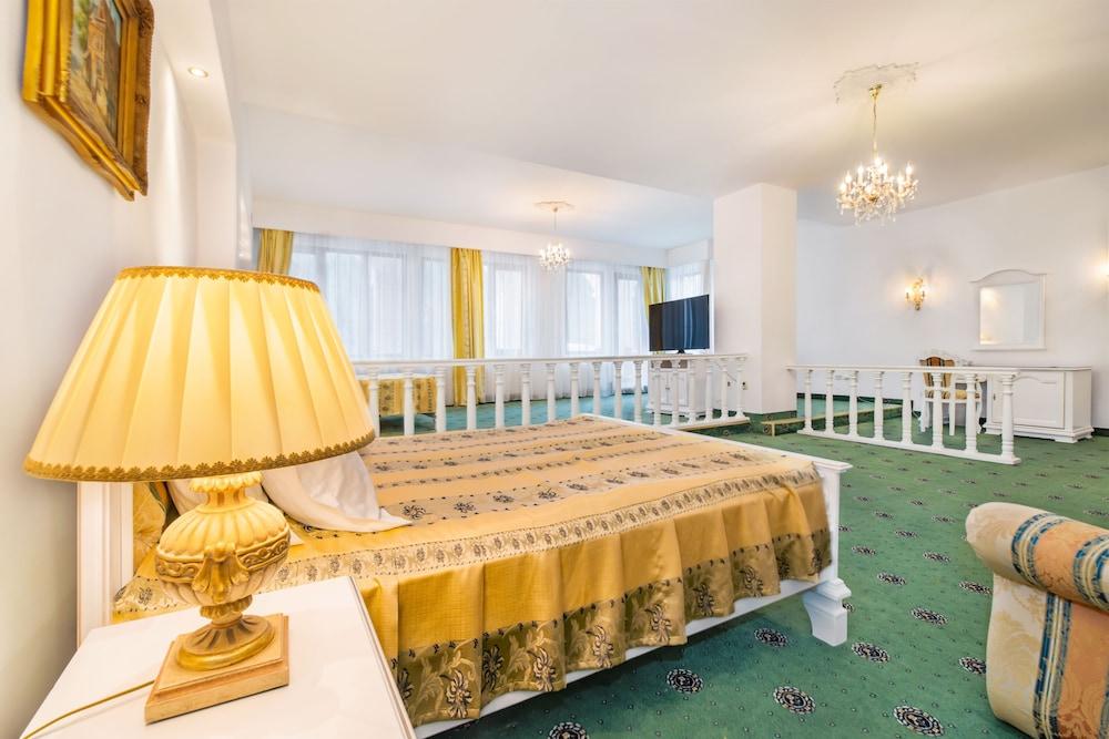 https://i.travelapi.com/hotels/24000000/23780000/23776800/23776797/7b96874a_z.jpg